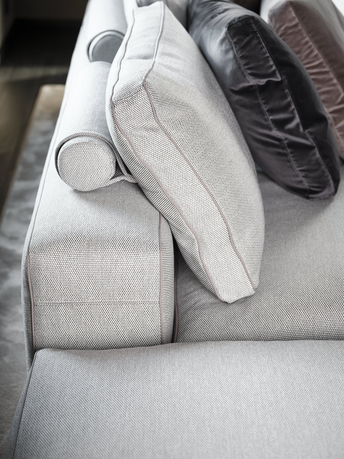 Mussi sofa Sinfonia cushion detail and back