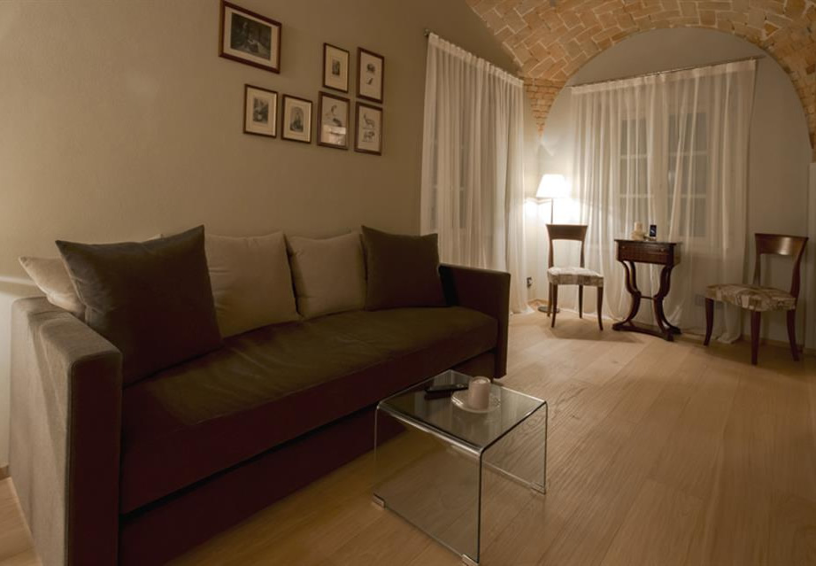 Mussi contract project: Relais San Maurizio room interiors sofa